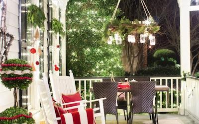 23 Creative Front Porch Christmas Decorating Ideas