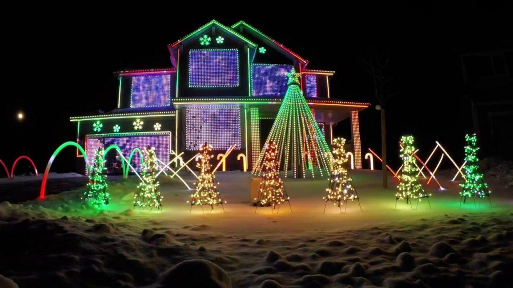 5 of the Most Outrageous Christmas Light Displays Ever Set to Music