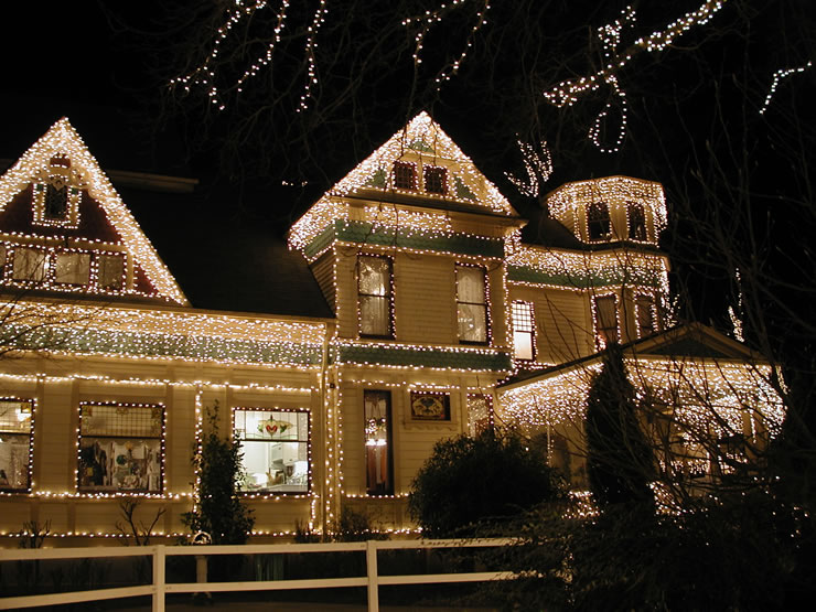 2 decide what lights to buy victorian icicle christmas lights - Best Place To Buy Christmas Lights