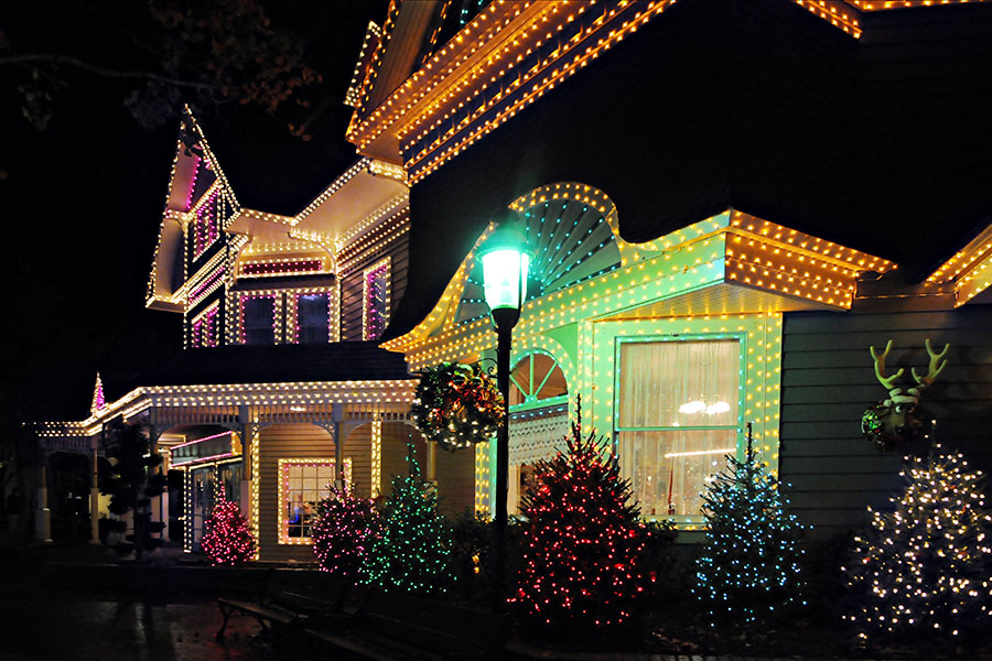 Hiring A Professional Christmas Light Installer