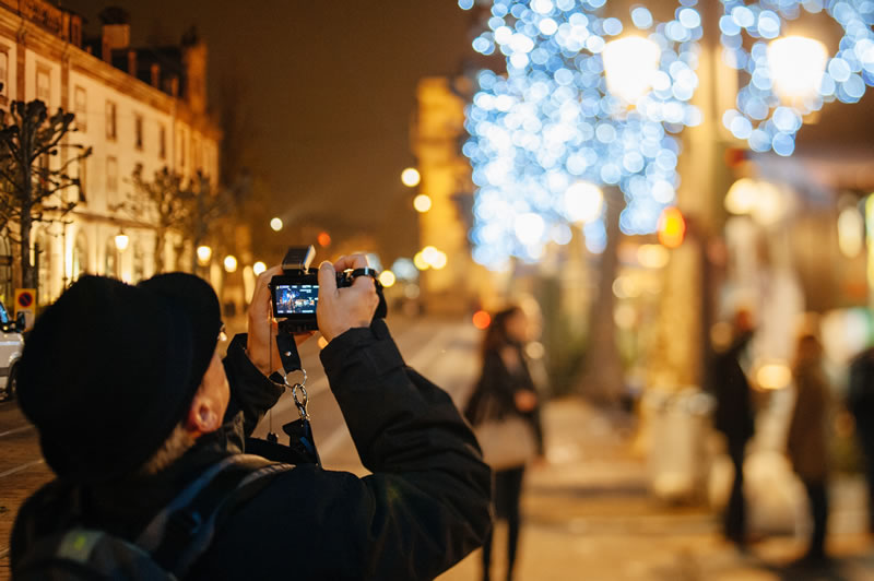 photographing-christmas-lights-in-market