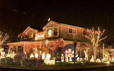 When is it Appropriate to Turn on My Christmas Lights for the Season?