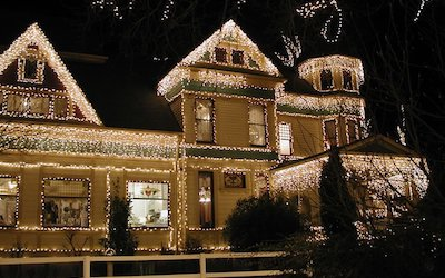 Picking Out Lights and Decorations for an HOA Entrance