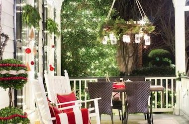 Front Porch Christmas Decorations.23 Creative Front Porch Christmas Decorating Ideas