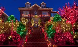 7 Tips for Hiring a Professional Christmas Lights Installer