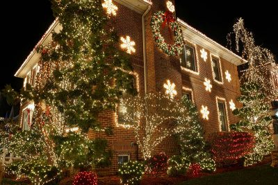 Hanging Christmas lights outside your home
